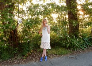 Lace dresses how to accessorize them