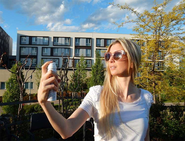 Ambre solaire spray viso IP50+ protegge la pelle dagli effetti nocivi del sole
