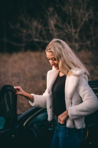 5 Pieces of Fashion Advice Every Woman Needs to Hear. It's necessary for you to know how to accessorize and in which pieces of wardrobe you must invest.