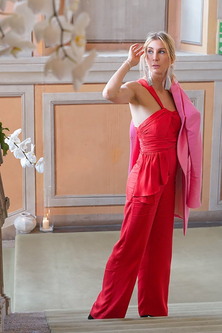 How to Wear Red and Pink Together? What do you think about this new red and pink trend? This year we have seen it on the runways and on the red carpet, worn by the most famous fashion icons.