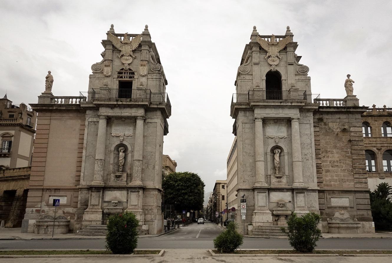 Het begin van de Via Vittore Emanuele