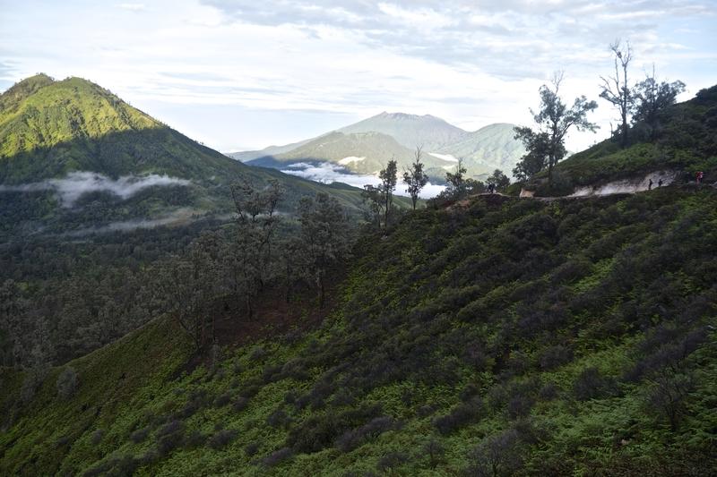 mountains-around-kawah-ijen-volcano