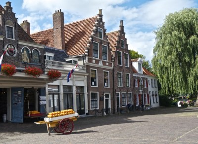edam-cheese-shop-netherlands