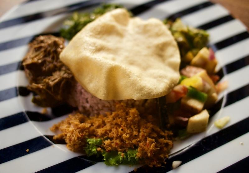 Sri Lankan Food: Vegetable Curry and Papadams