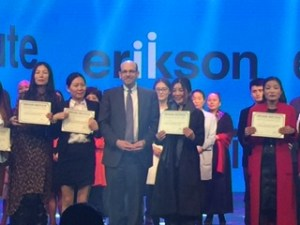 Dr. Nagle presents Chinese students with a Certificate of Admission to Erikson's online Infant Studies program. The certification is Erikson's first international online program offered in a language other than English.