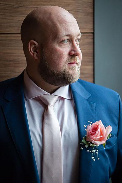 istanbul wedding: groom posing