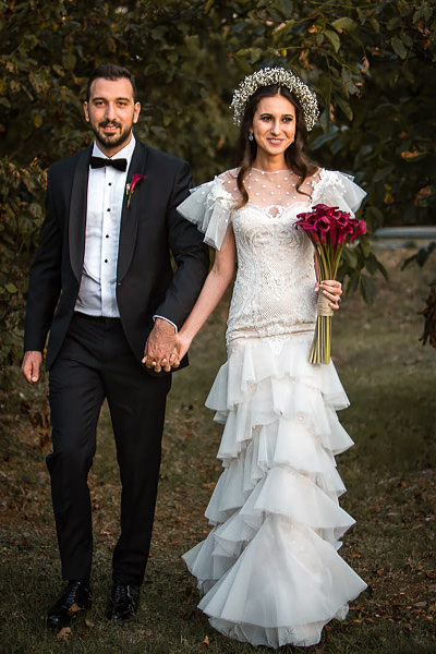 bride and groom walking at cemile sultan korusu