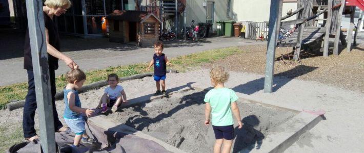 Neuer Sand für den Kindergarten
