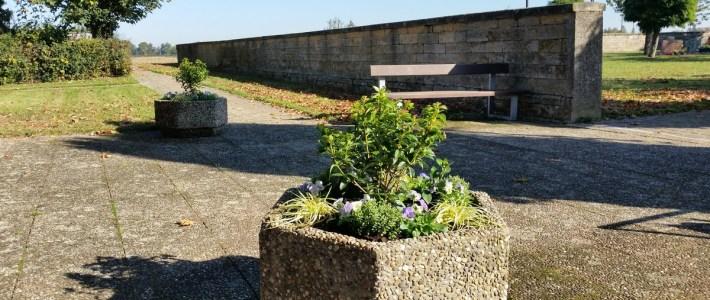 Die beiden Friedhof – Blumenkübel erstrahlen im neuen Glanz – DANKE!