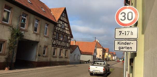 Mehr Sicherheit auf Erlenbachs Straßen – Gemeinderatstreffen am 10. Januar im Bürgerhaus