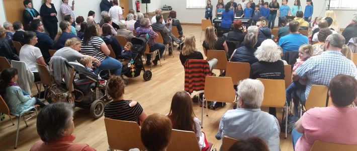 Stimmungsvolles Konzert der Littel Voices und des Voice of Happiness