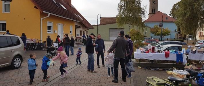 Klein aber fein: Erster Flohmarkt im Storchennest