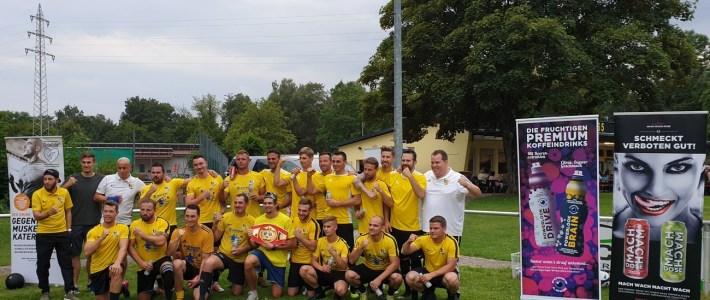 Profesionelles Fitness und Krafttraining auf dem Sportplatz und professionelle Leistung in und vor der Küche des SV Erlenbach