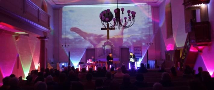 Musik für die Seele – super buntes Konzert in der Sant Martinskirche Erlenbach