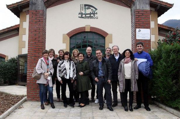 Alcaldes de Debabarrena muestran recursos turísticos a representantes del Gobierno Vasco y Basquetour