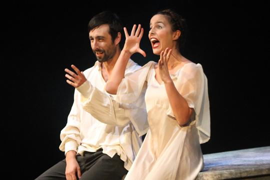 Olatz Gamboa y Mikel Losada presentan 'Los amantes de Casco Viejo' en el Ermua Antzokia