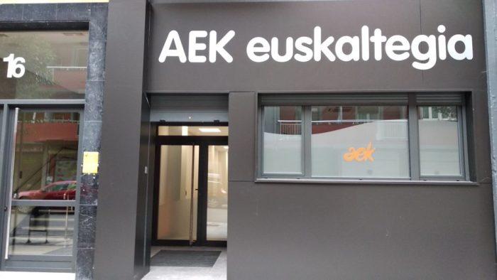 El AEK de Ermua inaugura nuevo local  en Zearkalea