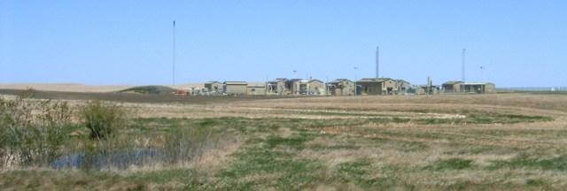 2005 05 26 EnCana compressors at Rosebud