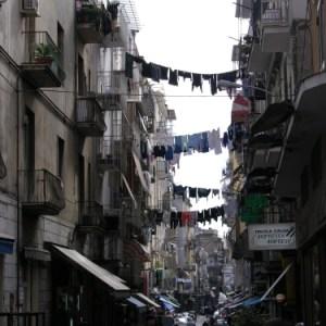 Vicoli di Napoli: quel «vico niro» che non finisce