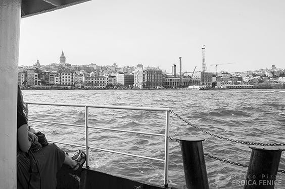 Il lento viaggiare nel mare di Istanbul