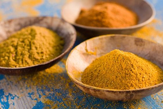 10 motivi per cui scegliere il curry: tipologie e proprietà della spezia indiana