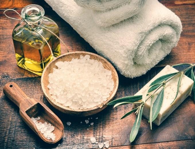 Scrub naturali: consigli per una pelle liscia e luminosa dopo il sole