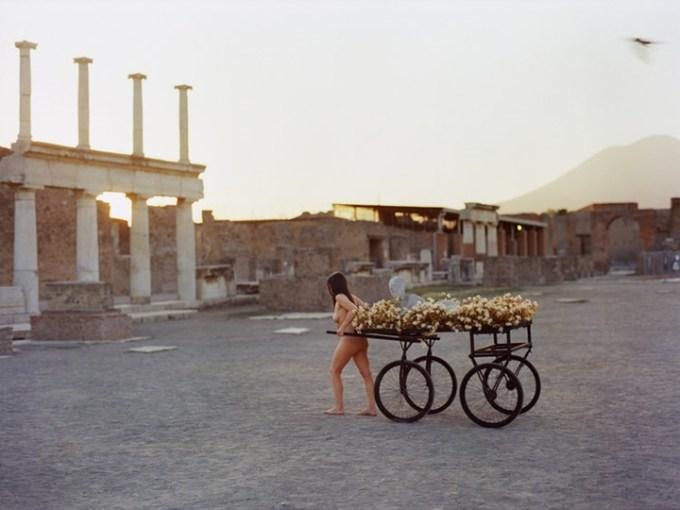 Romina de Novellis: una Gradiva a piedi nudi al DAFNA