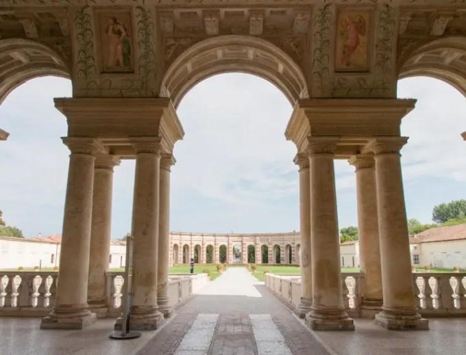 Palazzo Te: fascino pittorico e architettonico nell'amena cornice mantovana