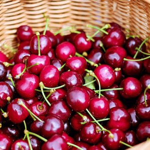 Percoca, mulignana e cerasa: viaggio gastronomico nel dialetto napoletano