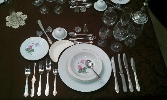 Il galateo a tavola: obsoleto o intramontabile?