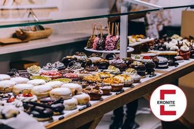 In Donuts baden mit dem Donut-Fetisch