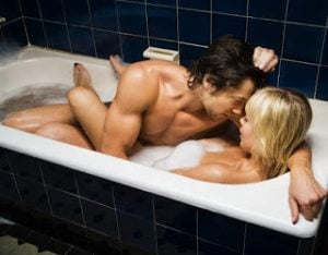 couple-taking-bubble-bath-wallpaper