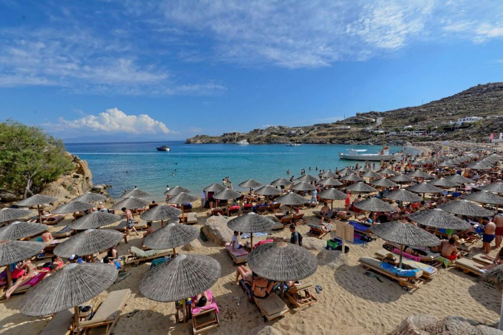 super paradise-beaches-for-couples-in-Mykonos