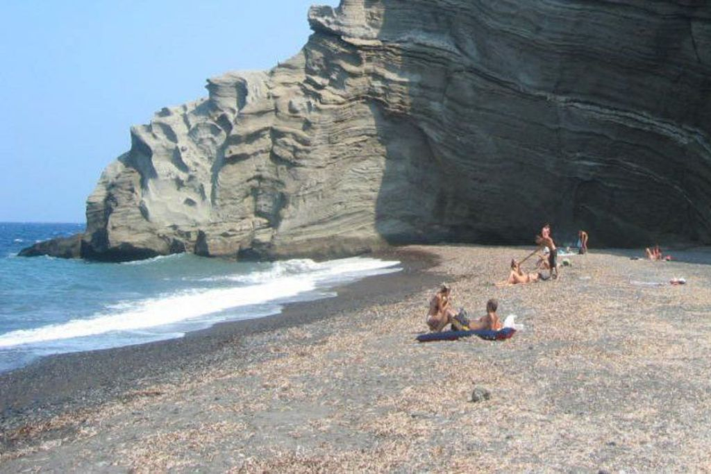 Koloumbos-Santorini-beaches-for-couples