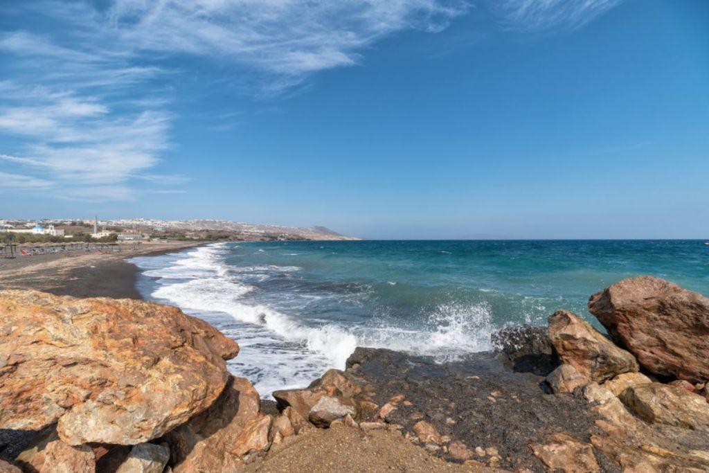 monolithos-Santorini-beaches-for-couples