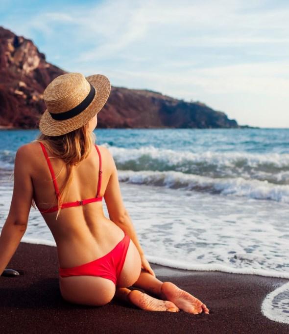 The Best Santorini Beaches for Couples
