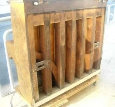 2. Pianoforte verticale Reogh, London 1890, prima del restauro