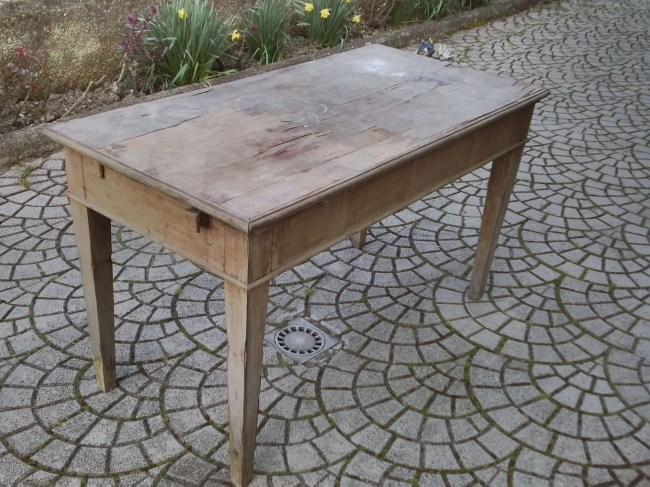 1. Immagini del restyling di un tavolo allungabile in abete massello