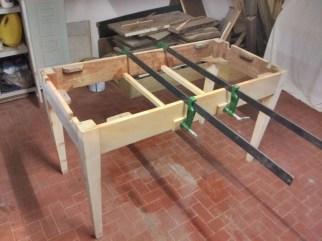 4. Immagini del restyling di un tavolo allungabile in abete massello