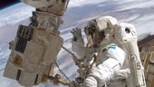 Christer_Fuglesang_during_his_second_spacewalk_small.jpg