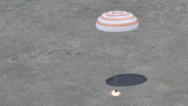 Landing_of_the_Soyuz_TMA-19M_spacecraft_large.jpg