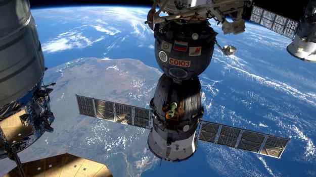 Soyuz_TMA-19M_in_space_large.jpg