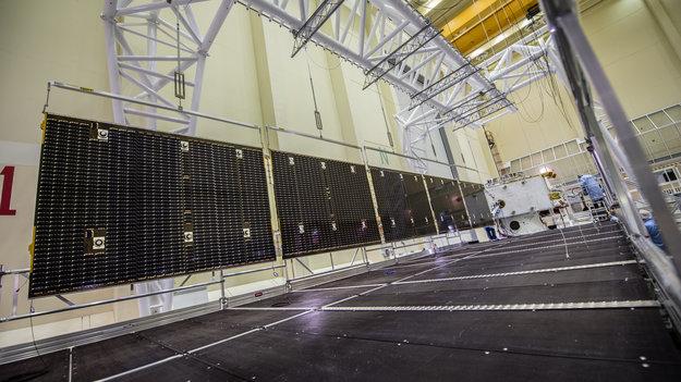 Mercury_Transfer_Module_solar_wing_deployment_large.jpg