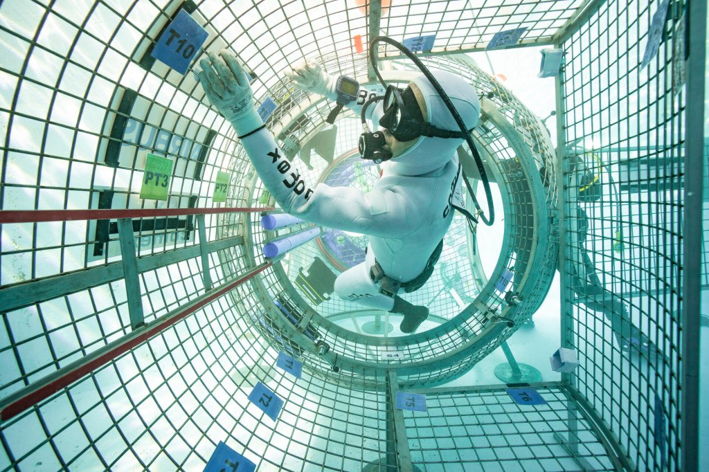 Testing Comex design for ESPRIT airlock
