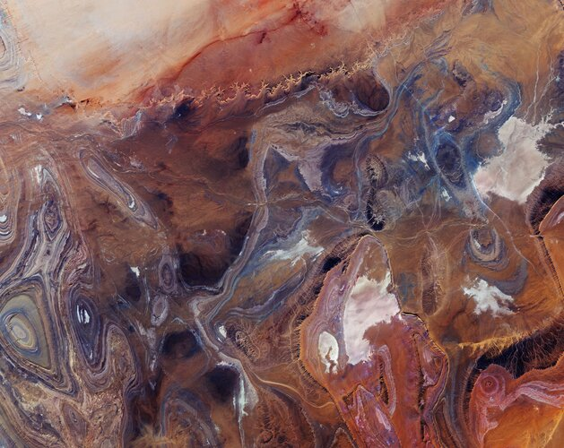 The Copernicus Sentinel-2 mission takes us over the Tanezrouft Basin – one of the most desolate parts of the Sahara Desert.