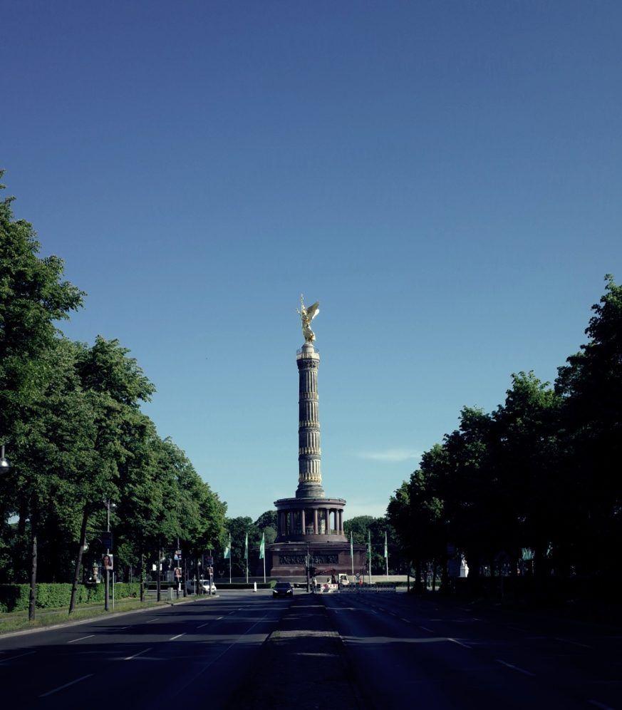 Parque del Tiergarten con la Columna de la Victoria