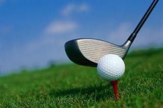 Moisés, Jesus e um velhinho jogando golfe_humor cristão