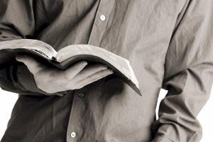 Sou cristão, mas não gosto muito de ler a Bíblia. O que devo fazer?