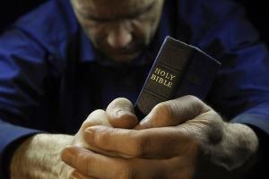8 dicas para conseguir ler a Bíblia e orar todos os dias do ano