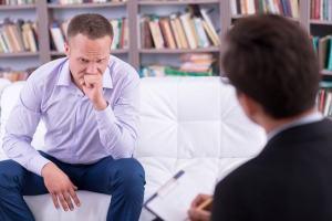 O cristão pode ir ao psicólogo ou isso é falta de fé? O que a Bíblia diz?